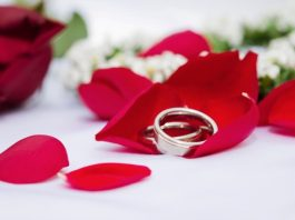 wedding ring with flower