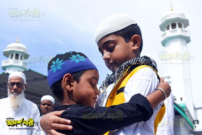 ঈদ-মুসলিম-বাচ্চা-কোলাকুলি